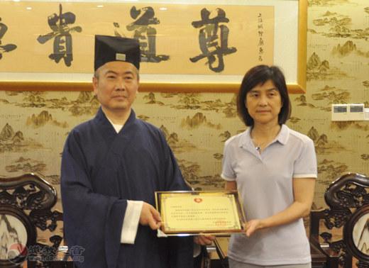 上海白云观向河南灾区捐赠善款30万元