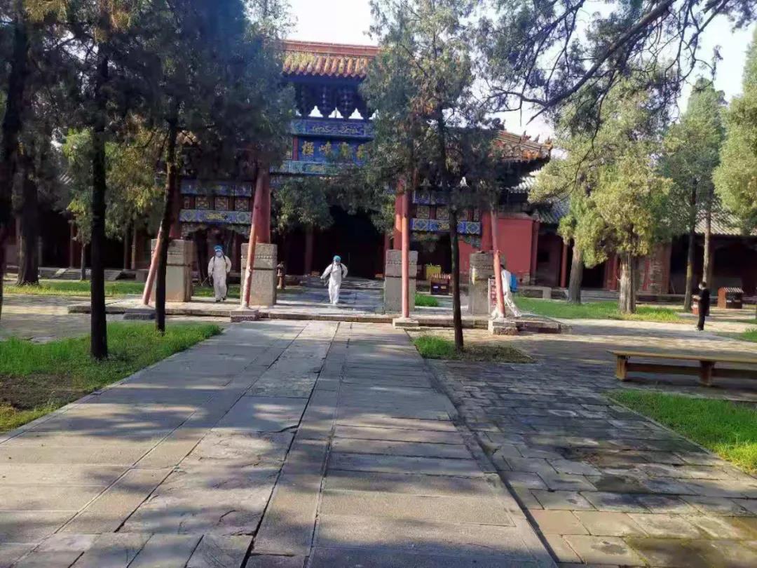 河南嵩山中岳庙开展预防性消毒工作