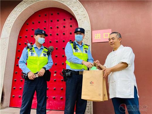 上海白云观慰问黄浦一线执勤交警