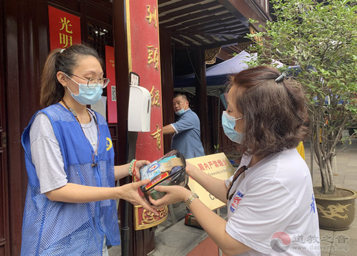 上海城隍庙慈爱功德会举行暑期探望活动