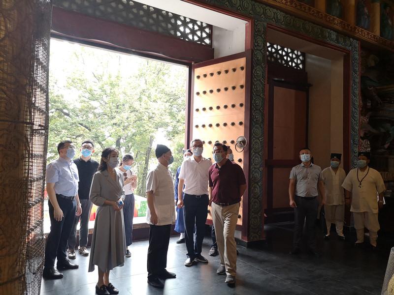 江苏省无锡市滨湖区委统战部调研三山道院