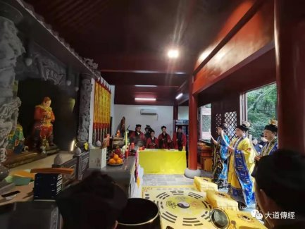 缅怀先烈 自强不息——武汉大道观举办纪念抗战胜利76周年祈祷法会