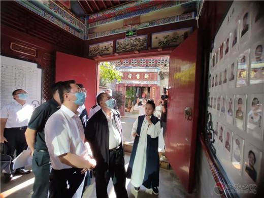 云南省人大常委会副主任杨福生一行莅临昆明市真庆观检查