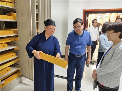 江苏省委统战部副部长马连美调研茅山乾元观