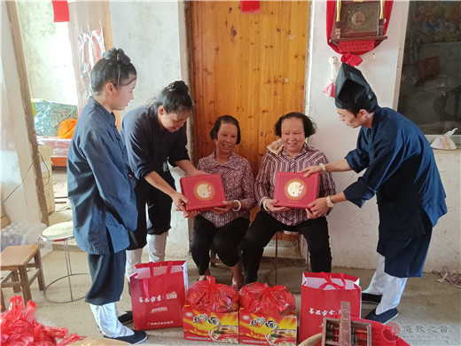 广西桂平市道教界积极开展2021中秋节慰问献爱心活动