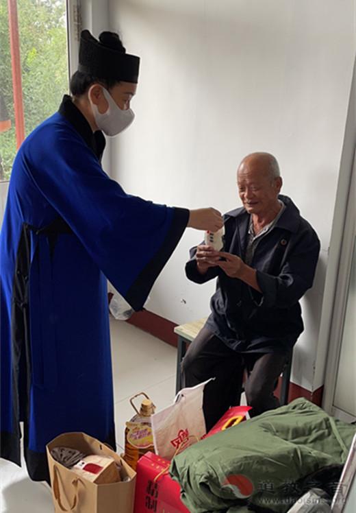 山东省青州市道协赴裙带河康复疗养院开展情暖中秋爱心活动
