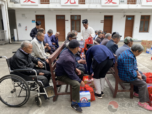 安徽省齐云山道教协会开展重阳敬老活动